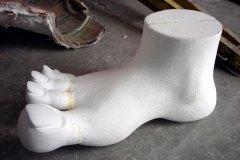 scolpitura polistirolo piede figura principale